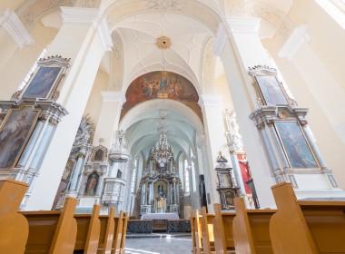 Veliuonos Švč. M. Marijos Ėmimo į dangų bažnyčia;